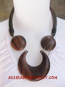 chunky wood necklace indonesia